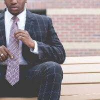 tie striped purple a wearing suit striped blue in Man